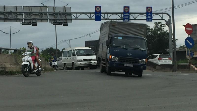 Ngổn ngang đường dẫn cao tốc TP.HCM - Trung Lương - ảnh 2