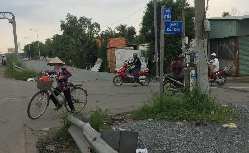 Ngổn ngang đường dẫn cao tốc TP.HCM - Trung Lương - ảnh 12