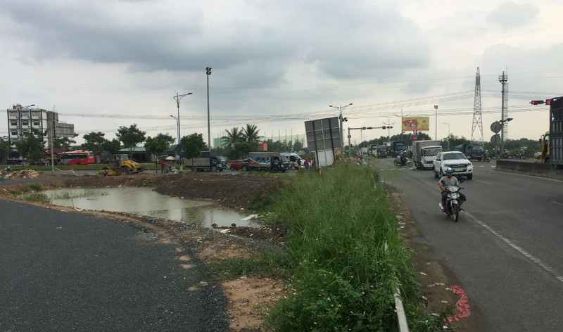 Ngổn ngang đường dẫn cao tốc TP.HCM - Trung Lương - ảnh 11