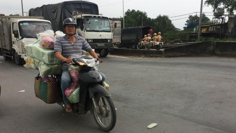 Ngổn ngang đường dẫn cao tốc TP.HCM - Trung Lương - ảnh 4