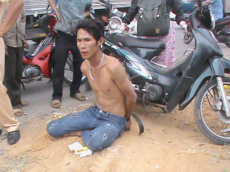 Cướp túi xách của sinh viên, bị CSGT tóm gọn - ảnh 1