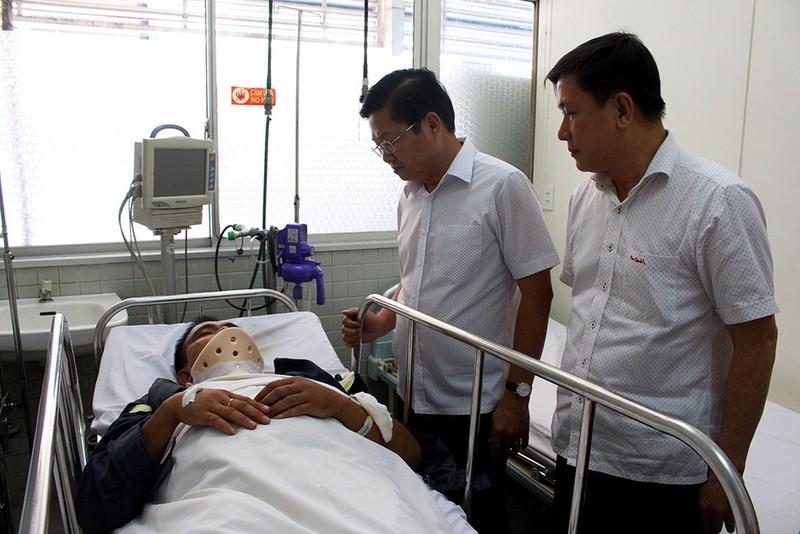 Đề nghị chăm sóc đặc biệt cho 2 lính cứu hỏa bị thương - ảnh 2