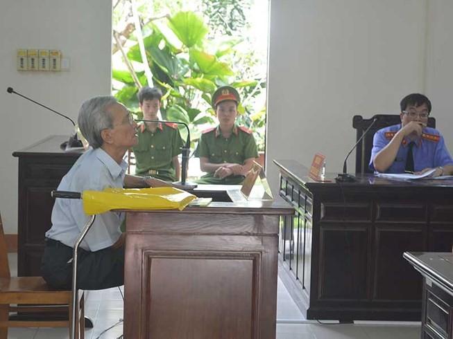 Chính thức thi hành án tù với ông Nguyễn Khắc Thủy dâm ô - ảnh 1