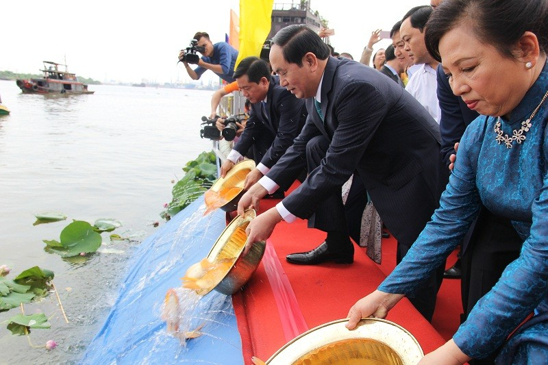 Chủ tịch nước cùng kiều bào dâng hương Bác Hồ - ảnh 4