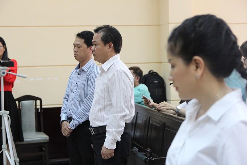 Nghệ sĩ đến tòa mừng diễn viên Ngọc Trinh thắng kiện - ảnh 3