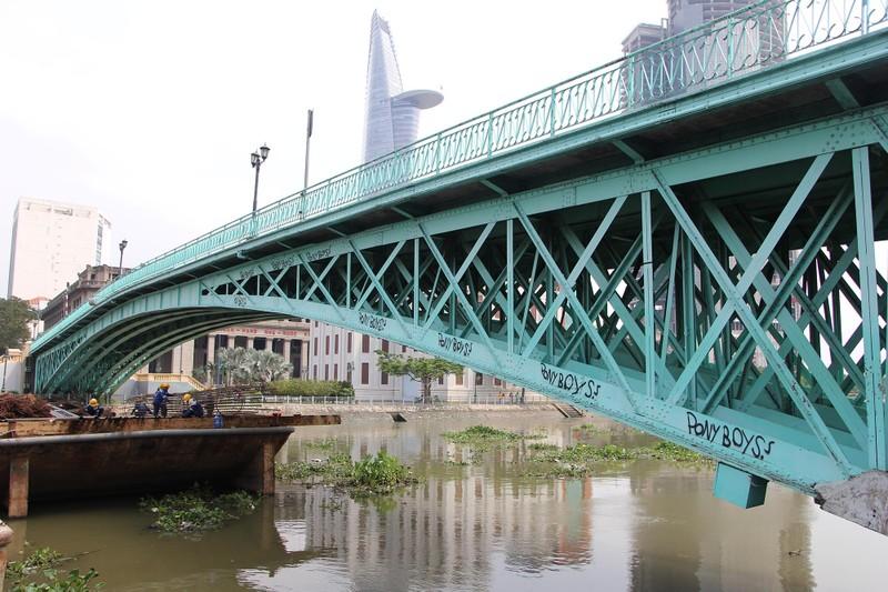 Cây cầu kiến trúc cổ nhất TP.HCM xuống cấp nghiêm trọng - ảnh 2