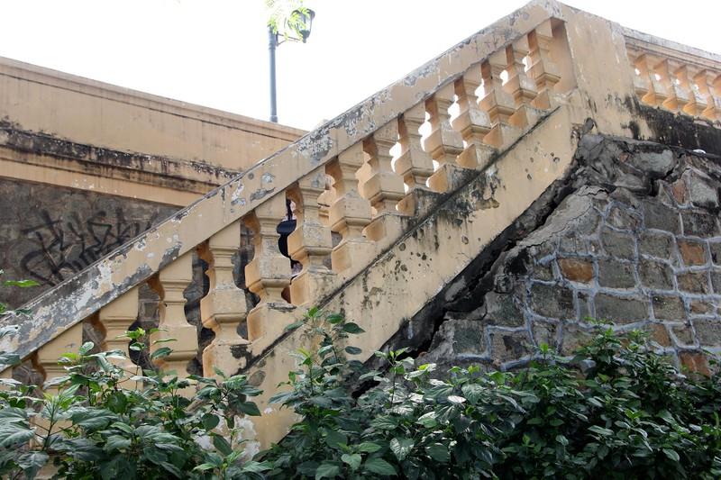Cây cầu kiến trúc cổ nhất TP.HCM xuống cấp nghiêm trọng - ảnh 5