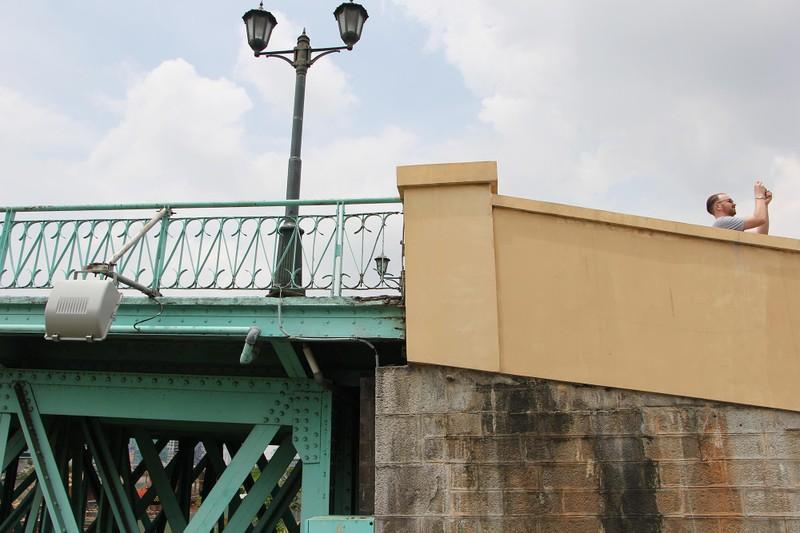 Cây cầu kiến trúc cổ nhất TP.HCM xuống cấp nghiêm trọng - ảnh 9