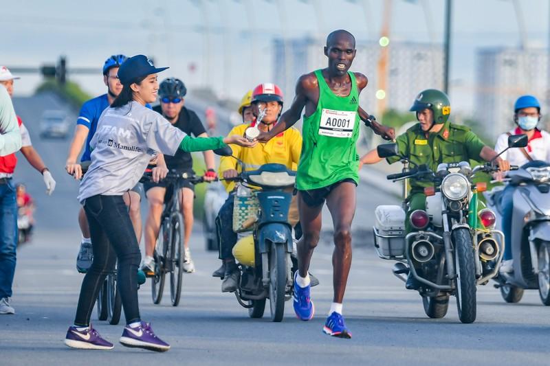 Những hình ảnh ấn tượng ở giải Marathon Quốc tế TP.HCM - ảnh 5