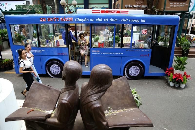 Cận cảnh loại hình xe buýt sách đầu tiên ở TP.HCM - ảnh 11