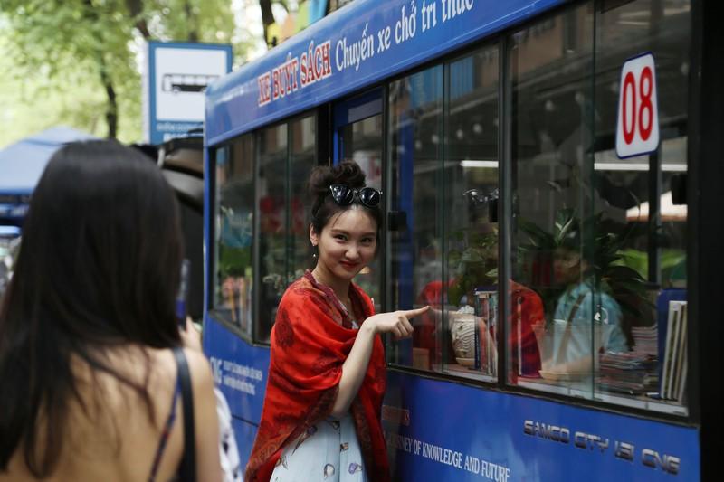 Cận cảnh loại hình xe buýt sách đầu tiên ở TP.HCM - ảnh 13