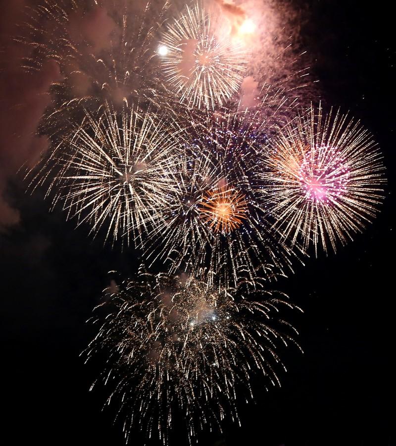 Pháo hoa rực sáng TP.HCM mừng 43 năm thống nhất đất nước - ảnh 10