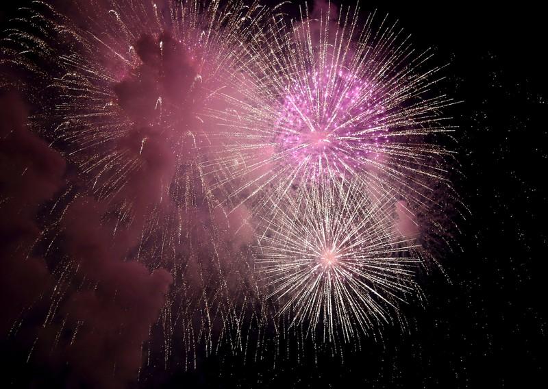 Pháo hoa rực sáng TP.HCM mừng 43 năm thống nhất đất nước - ảnh 7