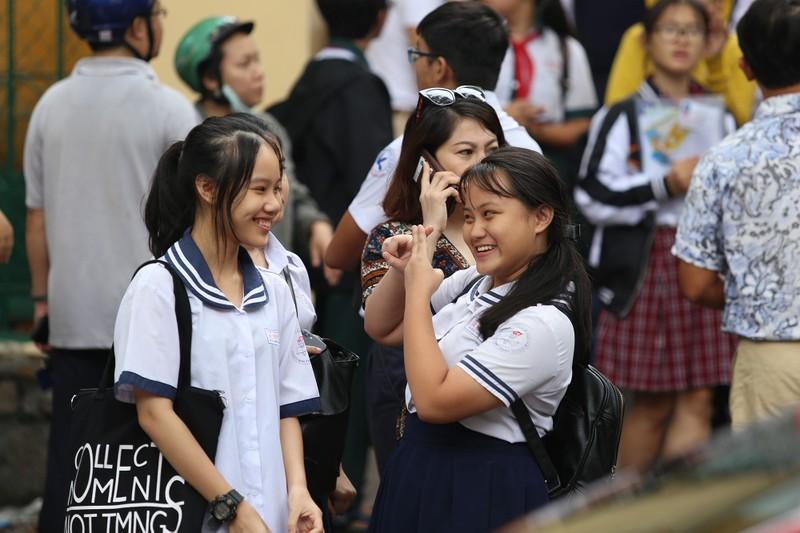 Học sinh rạng rỡ vượt qua môn thi đầu tiên vào lớp 10 - ảnh 14