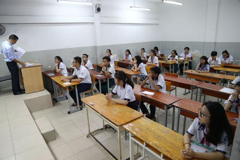 Học sinh rạng rỡ vượt qua môn thi đầu tiên vào lớp 10 - ảnh 9