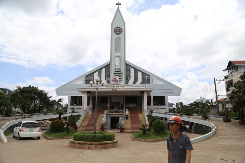 'Thần đèn' nâng nhà thờ nặng hơn 5.500 tấn lên 2 m - ảnh 1
