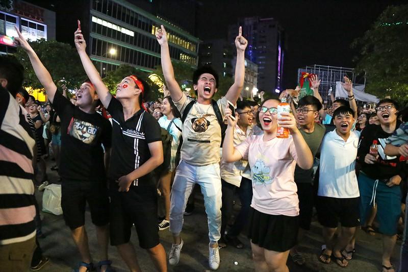 Cổ động viên thót tim xem Olympic Việt Nam làm nên lịch sử - ảnh 15