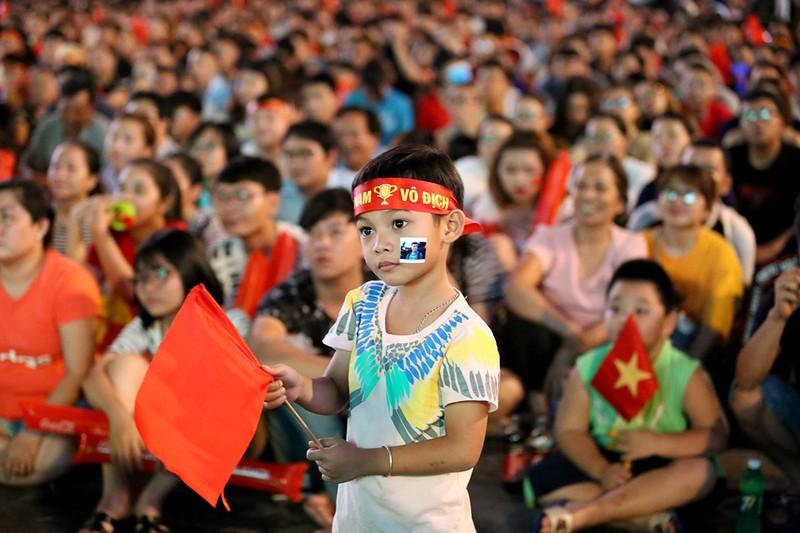 Cổ động viên thót tim xem Olympic Việt Nam làm nên lịch sử - ảnh 3