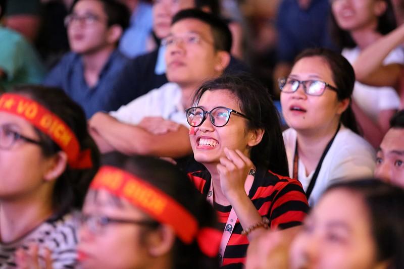 Cổ động viên thót tim xem Olympic Việt Nam làm nên lịch sử - ảnh 8
