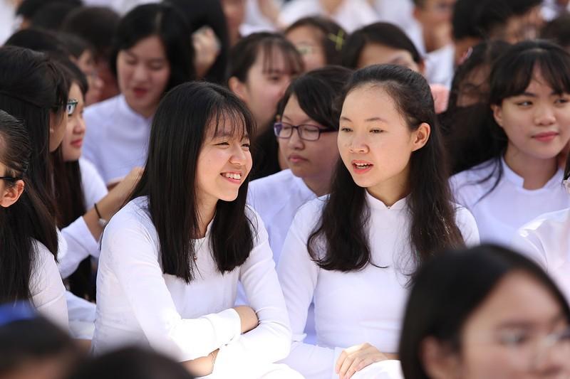 Nữ sinh Gia Định xinh tươi, duyên dáng trong ngày khai giảng - ảnh 11