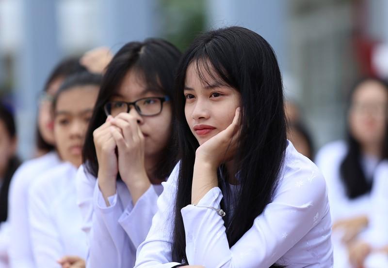 Nữ sinh Gia Định xinh tươi, duyên dáng trong ngày khai giảng - ảnh 3