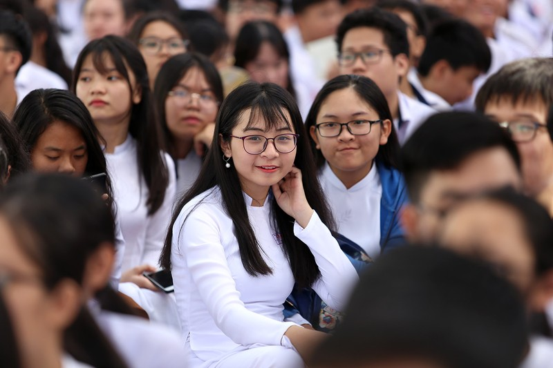 Nữ sinh Gia Định xinh tươi, duyên dáng trong ngày khai giảng - ảnh 9
