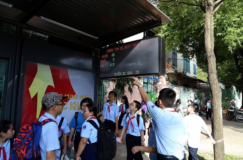 Cận cảnh nhà chờ xe buýt kiểu mới hiện đại ở Sài Gòn - ảnh 4