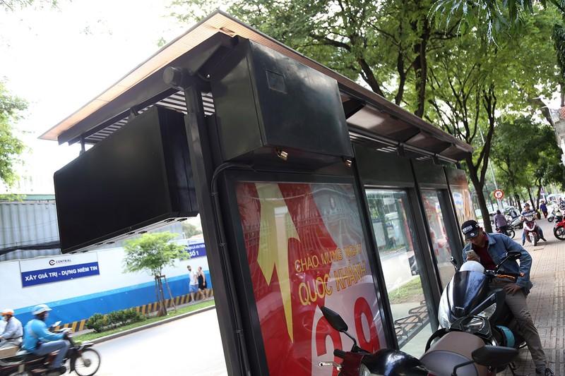 Cận cảnh nhà chờ xe buýt kiểu mới hiện đại ở Sài Gòn - ảnh 7
