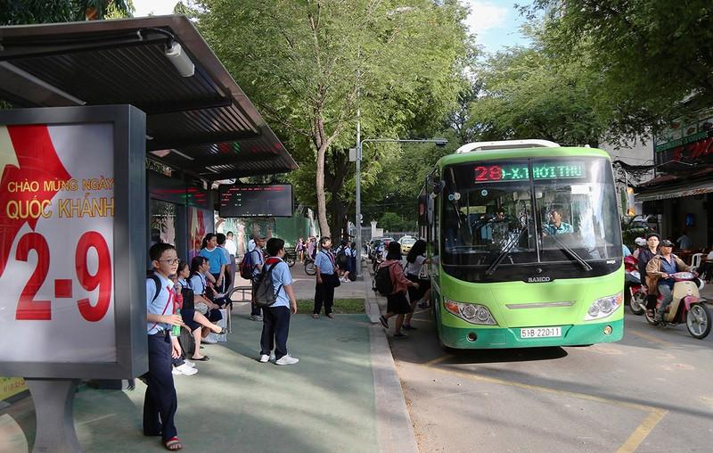 Cận cảnh nhà chờ xe buýt kiểu mới hiện đại ở Sài Gòn - ảnh 8