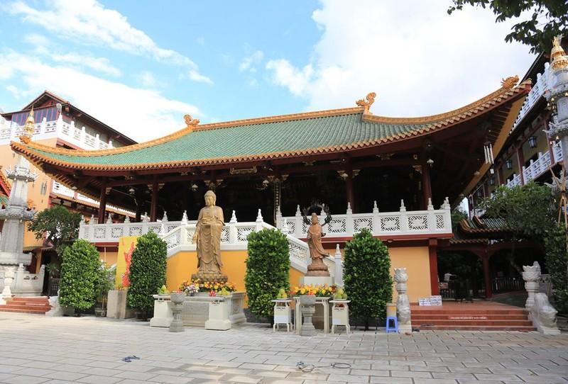 Cận cảnh ngôi chùa có tháp bằng gốm cao nhất Việt Nam - ảnh 1