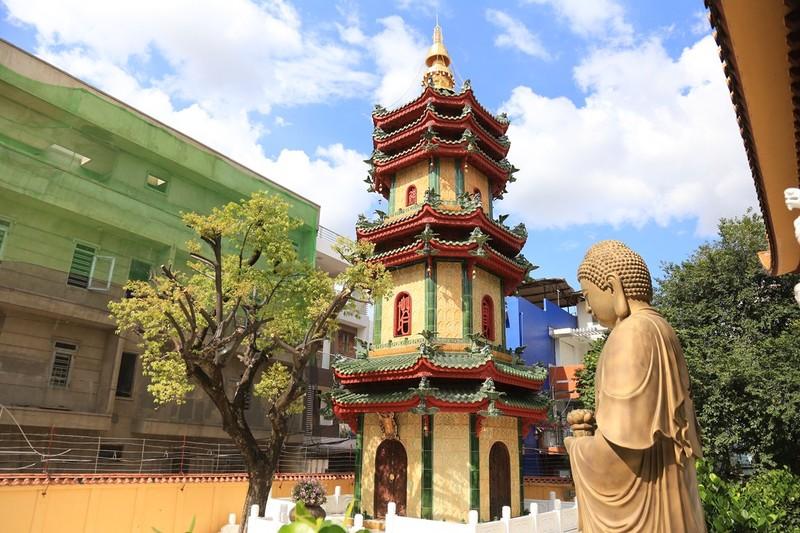 Cận cảnh ngôi chùa có tháp bằng gốm cao nhất Việt Nam - ảnh 2