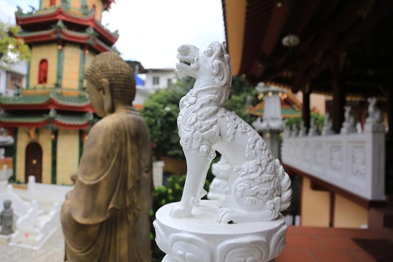 Cận cảnh ngôi chùa có tháp bằng gốm cao nhất Việt Nam - ảnh 8