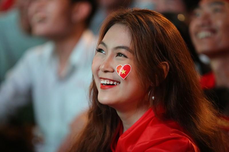 Cờ Việt - Hàn tung bay trên phố đi bộ cổ vũ đội tuyển  - ảnh 6