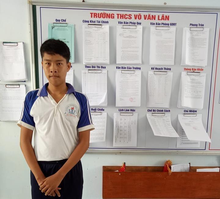 Lê Chí Bảo (học sinh lớp 9/1,Trường THCS Võ Văn Lân, xã Thạnh Phước, huyện Bình Đại, tỉnhBến Tre).