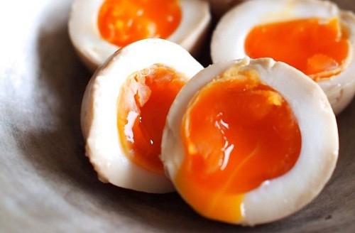 Vì sao không nên ăn trứng gà sống? - ảnh 2