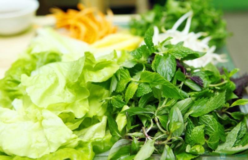 Ăn rau sống và nguy cơ nhiễm ký sinh trùng - ảnh 1