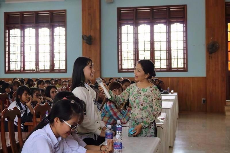 Quà từ thiện lạ lùng của Hội quán Các bà mẹ - ảnh 1