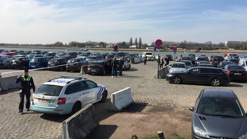 Tông xe vào đám đông tại Bỉ, nghi phạm bị bắt - ảnh 1
