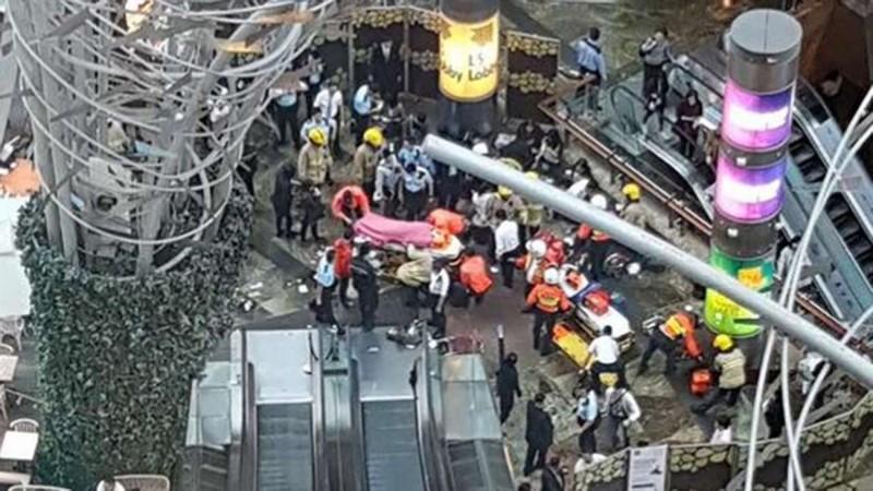 Thang máy dừng đột ngột, 17 người bị thương - ảnh 1