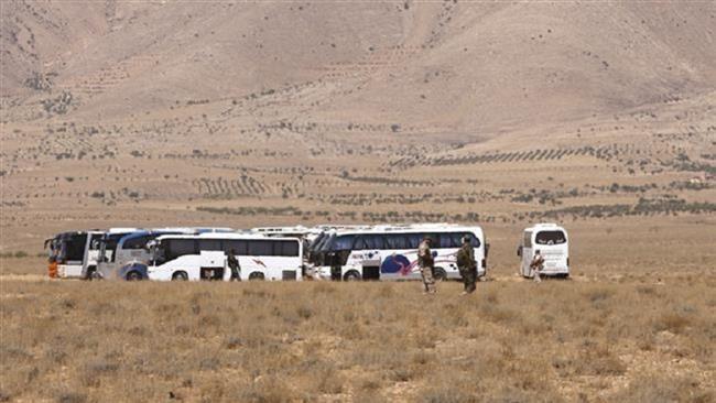 Đoàn xe IS 600 người 'phân đôi' dưới mưa bom của Mỹ - ảnh 1