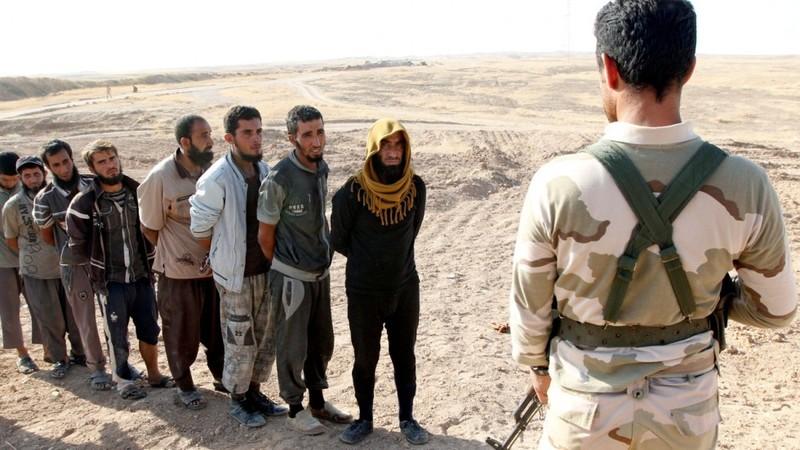 1.000 chiến binh IS tự 'nộp mình' cho liên quân Mỹ - ảnh 1