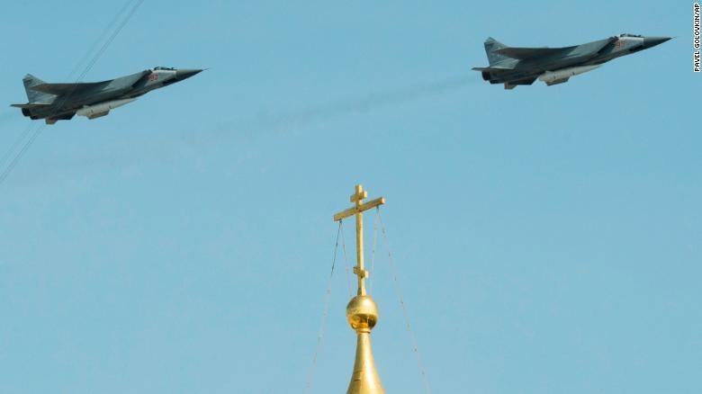 Dàn vũ khí 'khủng' Nga phô diễn trong lễ duyệt binh - ảnh 2