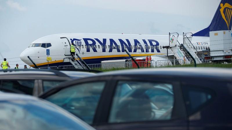 áy bay hạ cánh khẩn, 33 hành khách chảy máu tai nhập viện 3