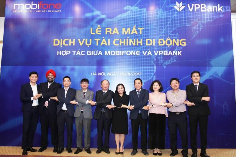 MobiFone và VPBank hợp tác dịch vụ tài chính di động - ảnh 1
