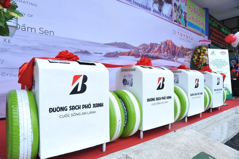 Bridgestone trao tặng thùng rác thông minh cho Đầm Sen - ảnh 3
