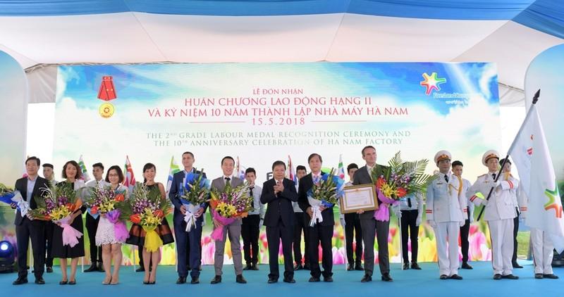FrieslandCampina Hà Nam nhận Huân chương Lao động hạng Nhì - ảnh 1