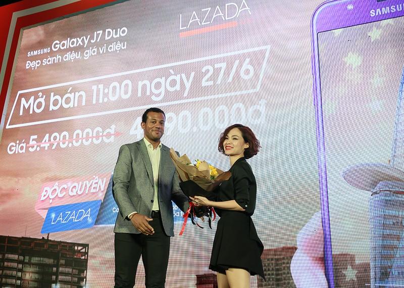 Hôm nay 27-6: Galaxy J7 Duo bán độc quyền qua Lazada - ảnh 1