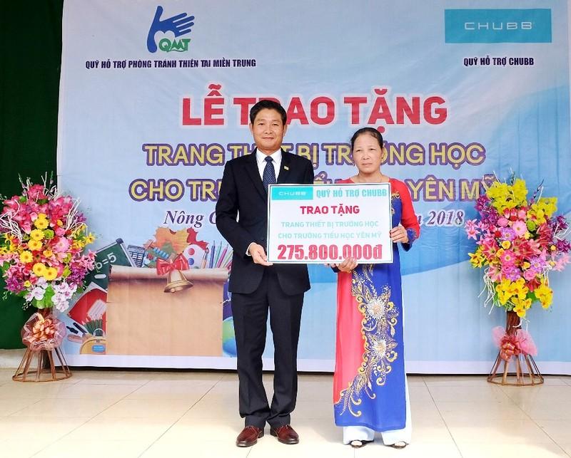 Chubb Life Việt Nam trao tặng thiết bị dạy và học cho 6 tỉnh - ảnh 1