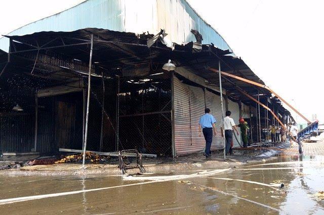 Cháy kiot  và quán cà phê ở Biên Hòa - ảnh 1