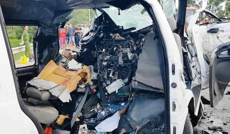 Hiện trường vụ tai nạn thảm khốc khiến 13 người tử vong - ảnh 4